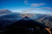 عکس روز | سایه مخروطی کوه