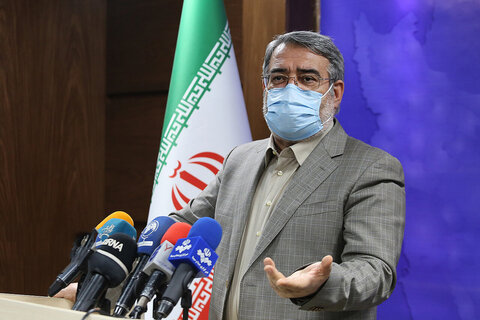 کرونا دارید به اداره نروید؛ کارت ملیتان چک میشود | محدودیتهای کرونایی فقط برای دو درصد ایرانیهاست!