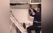 ویدئو | دزد بدشانس در کانال کولر گیر کرد!