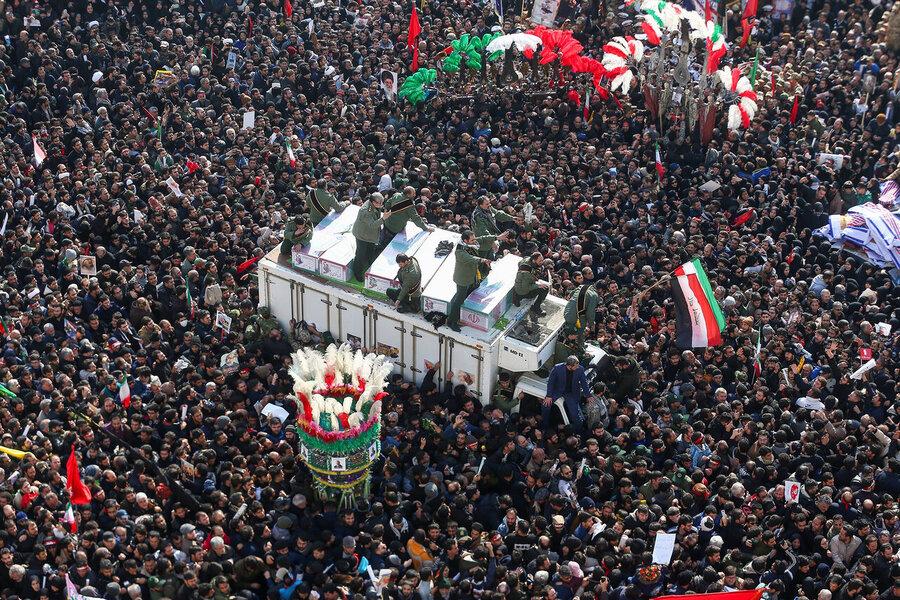 4518782 - این عکس تشییع پیکر سردار سلیمانی در میان تصاویر منتخب سال ۲۰۲۰ قرار گرفت