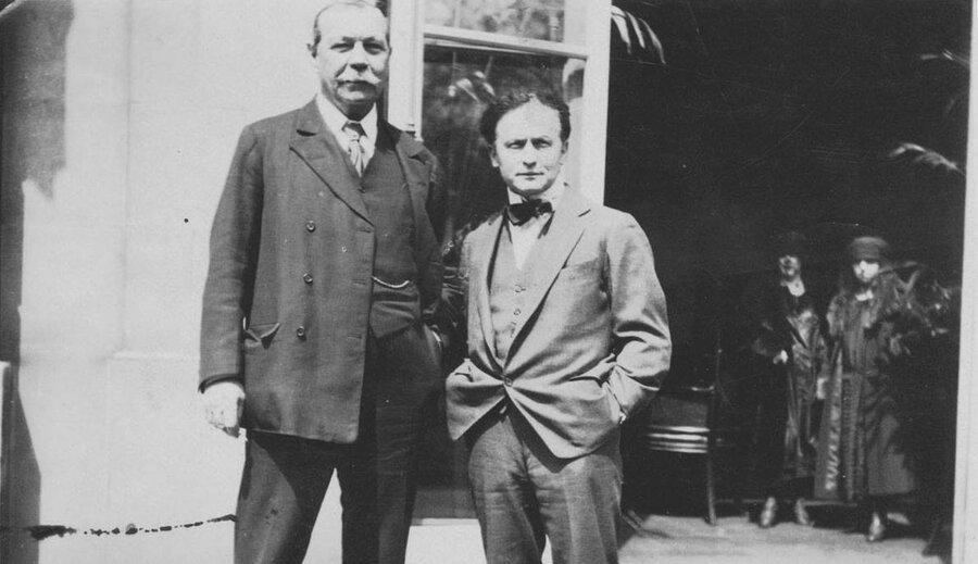 آرتور کانن دویل و هری هودینی