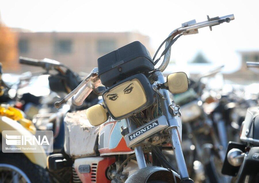 هشدار پلیس به موتورسوارانی که بدون پلاک تردد میکنند | برخورد با حرکات نمایشی موتورسواران