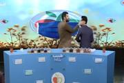 ویدئو | سیلی طنز مجری شبکه ۳ به گوش مهمان در برنامه زنده!