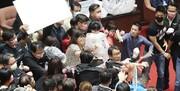 ویدئو و تصاویر | کتککاری شدید در پارلمان تایوان | دعوا بر سر واردات گوشت خوک از آمریکا
