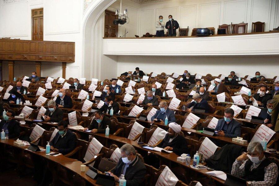 تصاویر | جلسه علنی مجلس | وقتی فاصله گذاری اجتماعی فقط روی صندلیها رعایت میشود