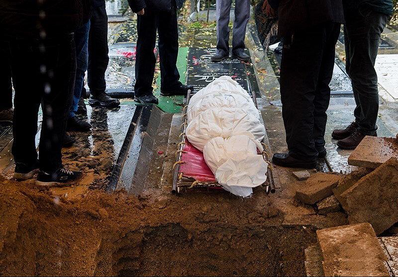تصاویر | تشییع و خاکسپاری پیکر پرویز پورحسینی در روزگار کرونا | حضور فاطمه معتمدآریا، فرخ نعمتی و ...