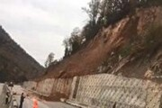 بسته شدن محور سوادکوه به دلیل رانش خاک و سنگ
