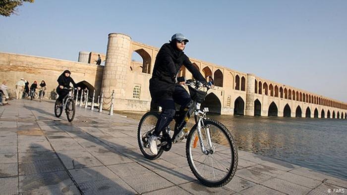 دوچرخه سواری زنان در اصفهان