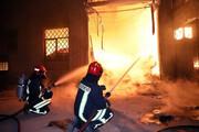 تلاش ۱۰۰ آتشنشان برای مهار آتشسوزی مهیب یک کارخانه در مشهد