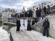 تصاویر | نمایش مد شانل ۲۰۲۱ با ترکیب عجیب لباسهای مجلسی و شلوارهای لگ