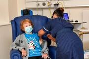 یک زن ۹۰ ساله نخستین واکسن کرونا را در انگلیس دریافت کرد