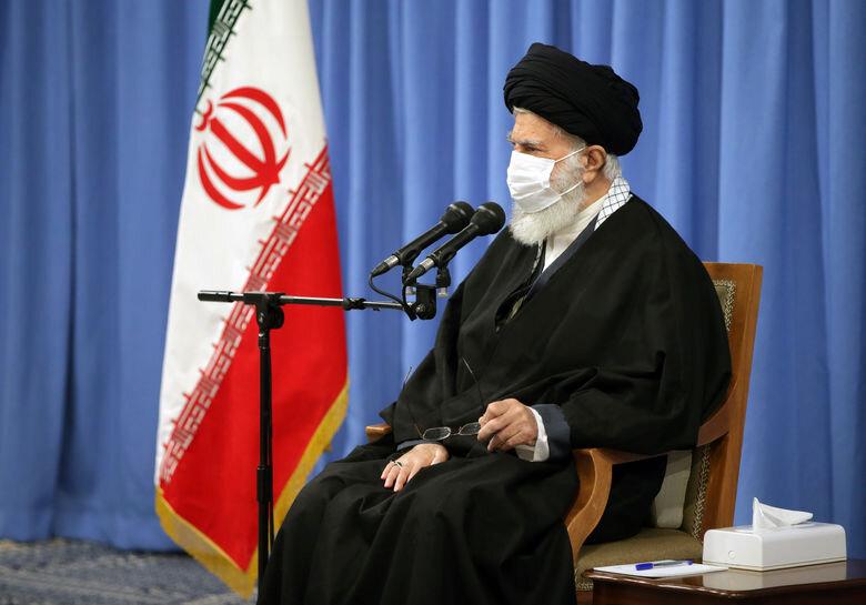 رهبر انقلاب در دیدار اعضای ستاد بزرگداشت شهید سلیمانی و خانواده آن شهید: اگر بتوان تحریم را رفع کرد حتی یک ساعت هم نباید تأخیر کنیم