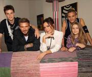 عکس کریسمسی متفاوت خانواده ثروتمند بکام با لباس خواب!