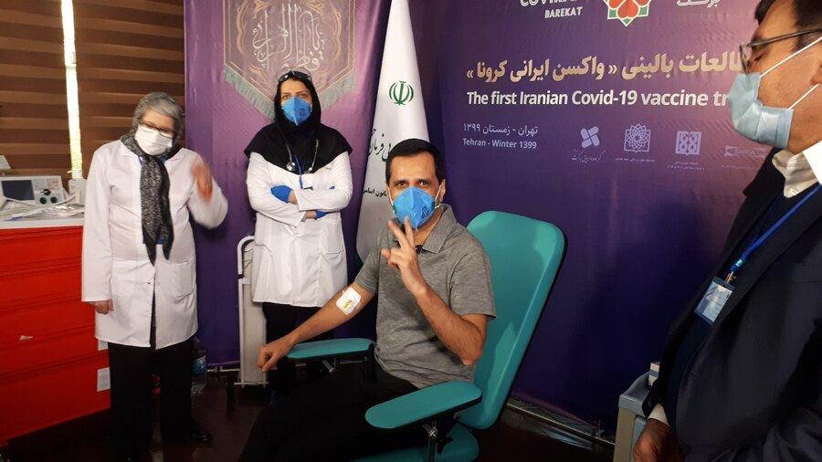 مهندس خلیلی، مدیرعامل یکی از شرکت های زیر مجموعه ستاد اجرایی فرمان امامسومین دریافت کننده واکسن ایرانی کرونا