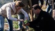 تصاویر | درختکاری بشار اسد و همسرش در طرطوس | مشارکت ۳۰۰ دانشجوی دختر و پسر