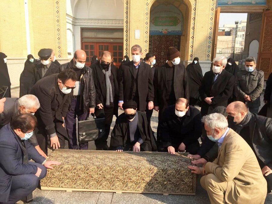 نماز خاتمی برر پیکر منصوره صدر