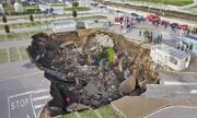 تصاویر | گودال بزرگ در پارکینگ بیمارستان ناپل