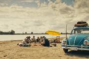 ویدئو | بازنمایی حال و هوای ساحل رشتِ دهه ۶۰ در سریال قورباغه