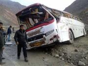 یک کشته و ۱۳ مصدوم در تصادف اتوبوس و تریلی