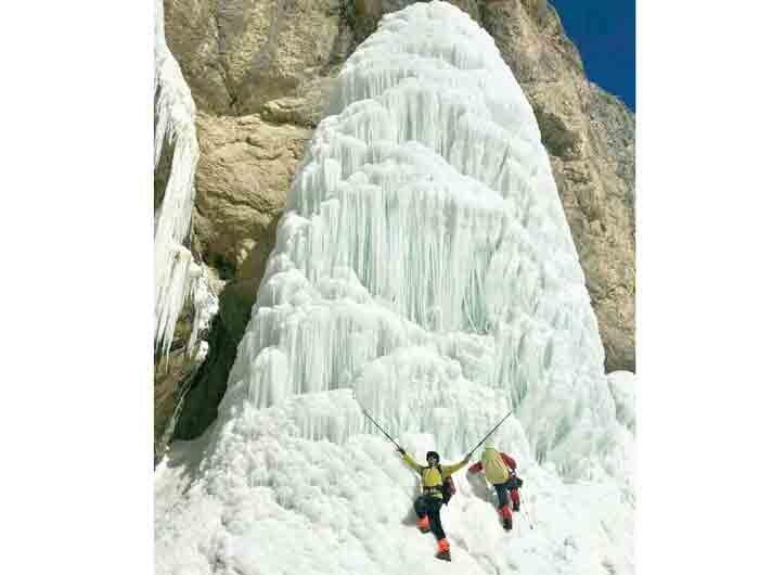 آبشار يخي