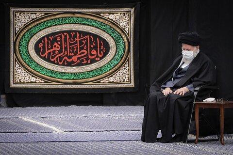 شب اول عزاداری شهادت حضرت زهرا(س) در حضور رهبر انقلاب | برنامه فاطمیه ۱۴۴۲ در بیت رهبری