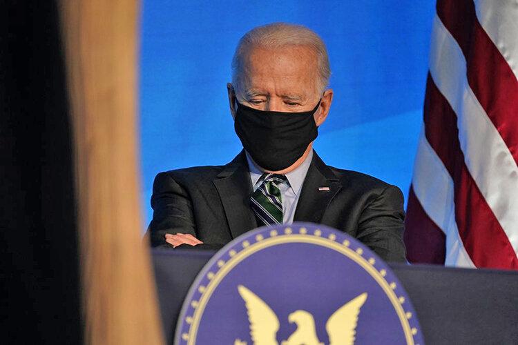 جو بايدن با ماسك