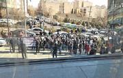 عکس | تجمع سهامداران معترض مقابل ساختمان سازمان بورس