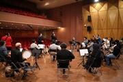 ارکستر سازهای ملی با وحید تاج و رشید وطندوست روی صحنه تالار وحدت