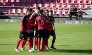 ویدیو | اتفاق عجیب در لیگ پرتغال | حضور یک بازیکن با شلوار در زمین بازی