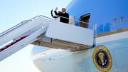 عکس: لحظه خداحافظی ترامپ روی پله های هواپیما