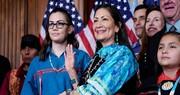 تصاویر | دب هالند وزیر کشور پیشنهادی جو بایدن | اولین سرخپوست تاریخ در دولت آمریکا