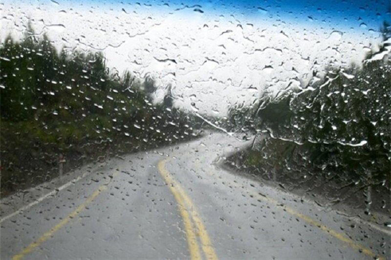 جاده بارانی - لغزنده