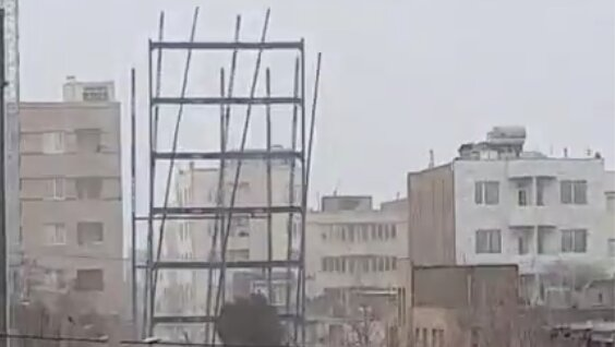 سقوط اسکلت فلزی در مشهد
