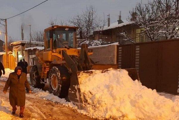 برفروبی معابر و راههای شهری و روستایی در اردبیل