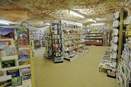 کتابفروشی زیر زمینی