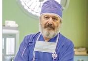 پزشک، بازیگر و منتقد سینما که هرگز موبایل نداشته است! | امید روحانی از بازیگری و پزشکی در روزهای کرونا میگوید
