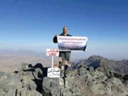 پرچم منطقه را برفراز قله دماوند نصب میکنم