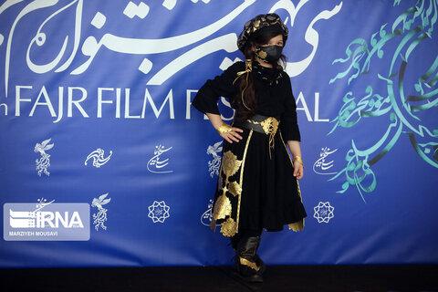 آیرین جاهد بازیگر فیلم «خط فرضی» در سی و نهمین جشنواره فیلم فجر