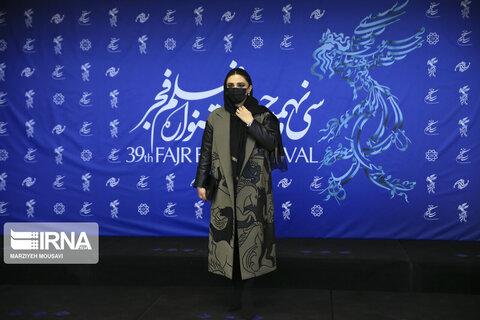 لیندا کیانی بازیگر فیلم «منصور» در سی و نهمین جشنواره بینالمللی فیلم فجر