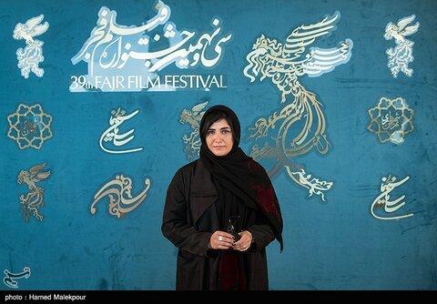 باران کوثری بازیگر فیلم «بی همه چیز» در سی و نهمین جشنواره فیلم فجر