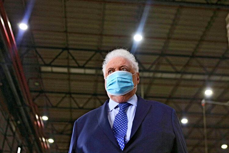 افشای رسوایی تزریق بدون نوبت واکسن کرونا | وزیر بهداشت آرژانتین استعفا کرد