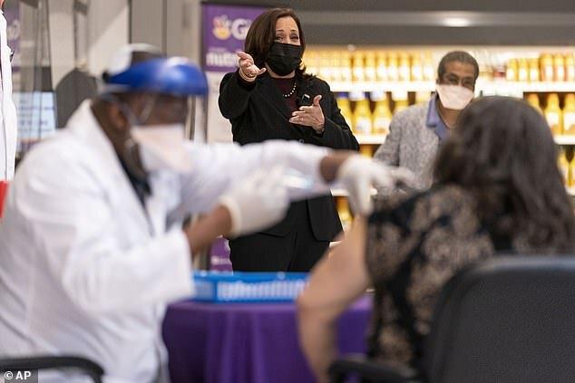 عکس | کاملا هریس بعد از تزریق واکسن کرونا دچار عوارض جانبی شد