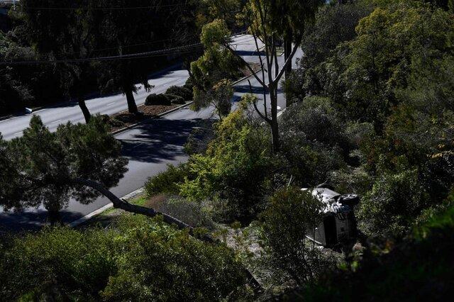تصویری از اتومبیل «تایگر وود» بازیکن گلف مشهور پس از حادثه تصادف. این بازیکن پس از تصادف به بیمارستان منتقل شد./ کالیفرنیا / ایالات متحده آمریکا / خبرگزاری فرانسه