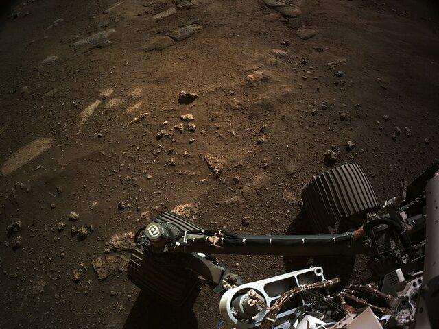 تصویری که توسط کاوشگر ناسا از سطح مریخ ارسال شده است.