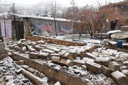 بارش برف در شهر زلزلهزده سیسخت