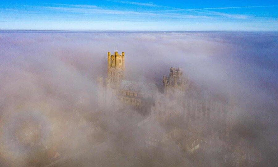 عکس روز| کلیسا در میان مه