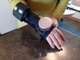 دستکش ژیروسکوپی برای کاهش لرزش دست بیماران پارکینسون