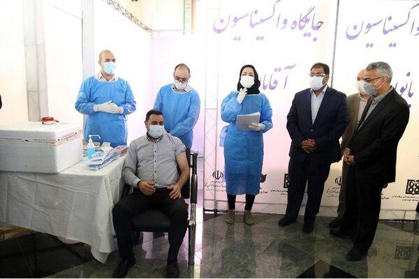 تصاویر   آغاز واکسیناسیون کرونا برای کارکنان سازمان بهشت زهرا(س)