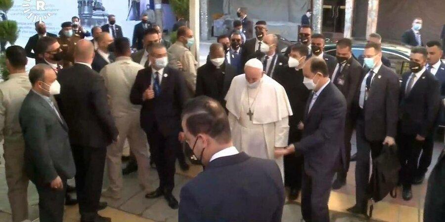 پاپ در مسیر دفتر آیت الله سیستانی