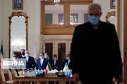 تصاویر | متن و حاشیه دیدار وزیران امور خارجه ایرلند و ایران؛ از دست دادن کرونایی ظریف و همتای ایرلندی تا پوشش خاص زنان هیات ایرلندی
